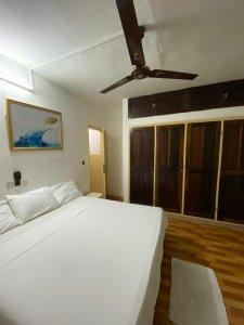 Furnished vacation studio + Kingsize bed, Cotonou, Benin. (Pay online or Cash on arrival.)
